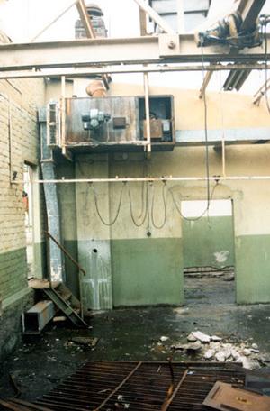 PCB-haltige Wandfarbe und ölverunreinigter Boden